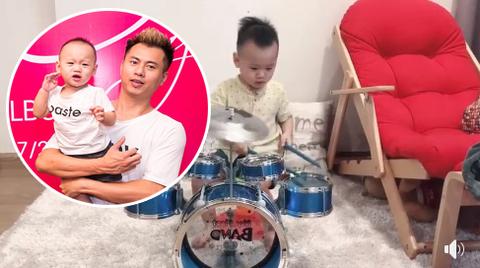 Dương Cầm khoe con trai 20 tháng tuổi đánh trống cực siêu