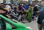 Hà Nội: Lái xe khách lạng lách, đánh võng còn hành hung công an