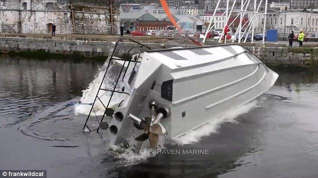 Xem chiếc thuyền đặc biệt có thiết kế 'không thể lật'