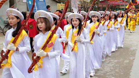 Clip 23 trinh nữ trong lễ hội Đền Cờn