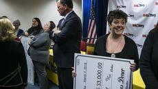 Trúng độc đắc, người phụ nữ mạnh tay chi nghìn tỷ làm từ thiện