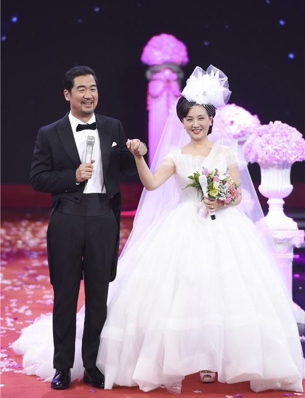 Cặp diễn viên U70 cưới bù trên sóng truyền hình
