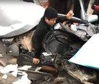 Ô tô con nát bươm sau tai nạn, tài xế sống sót kỳ diệu