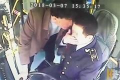 Hành khách say xỉn, cắn vào mặt tài xế xe buýt