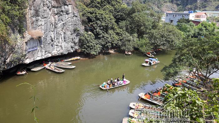 Bến thuyền Tràng An cổ vẫn hoạt động, Bộ Văn hoá yêu cầu xử lý