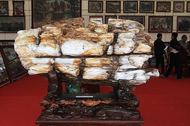 Gỗ hóa thạch kì dị xuất hiện ở Bắc Ninh