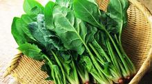 Món ăn bổ máu từ cải bó xôi