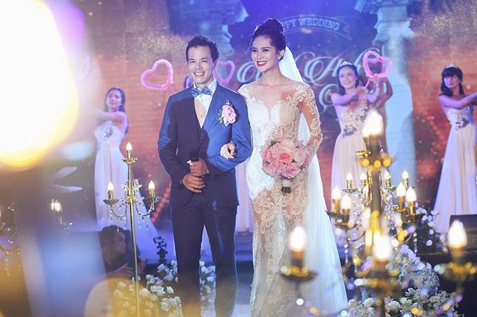 Cuộc sống sau đám cưới chục tỷ đồng với đại gia mía đường của người đẹp Hoàn vũ