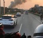 Cháy lớn, xe cứu hoả hú còi liên tục vẫn không được nhường đường
