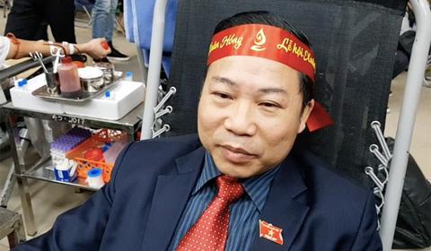 ĐB Lưu Bình Nhưỡng hiến máu