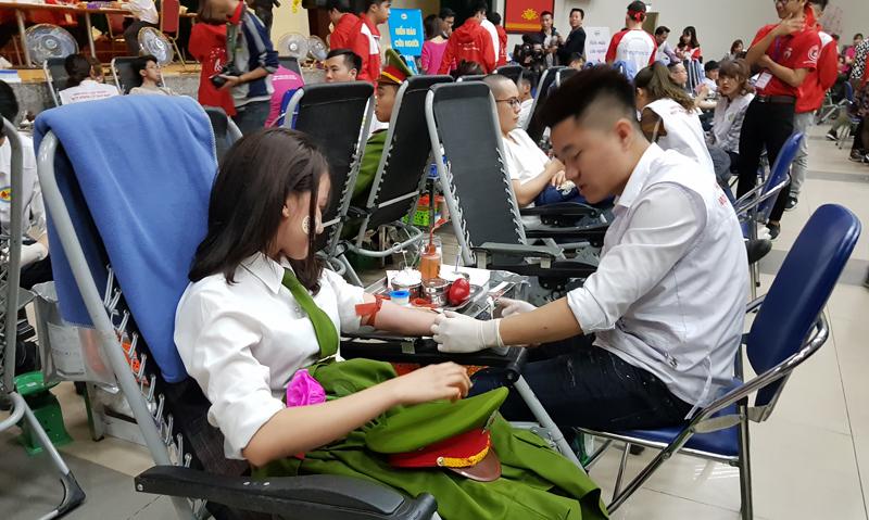 hiến máu,hiến máu tình nguyện,Viện huyết học truyền máu,lễ hội xuân hồng,Lưu Bình Nhưỡng