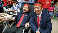 ĐBQH Lưu Bình Nhưỡng hào hứng đi hiến máu
