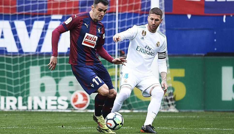 Ronaldo ra oai, Real chật vật giành 3 điểm