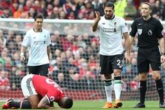 MU thắng derby nước Anh: Chiêu độc của Mourinho và trọng tài