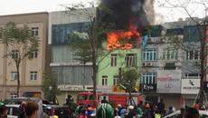 Hà Nội: Cháy nhà mặt phố Ô Chợ Dừa sáng cuối tuần