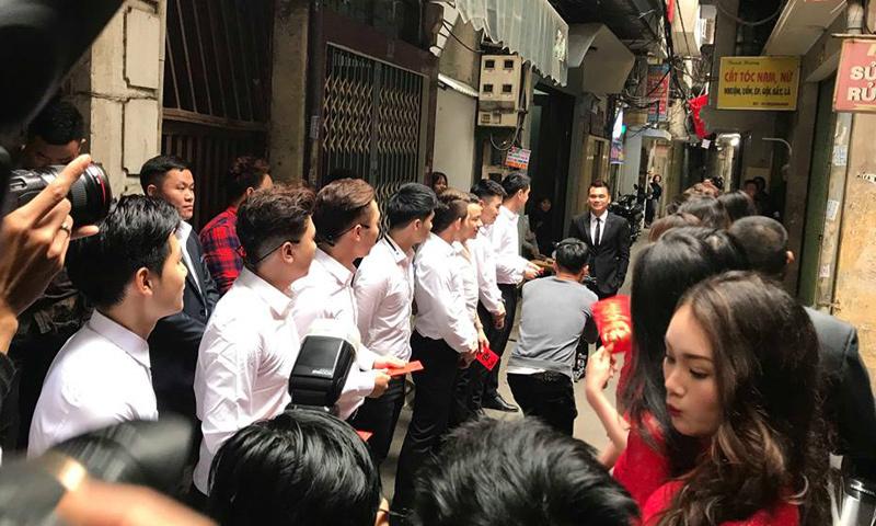 Dàn hotboy nổi tiếng bê tráp ăn hỏi Khắc Việt