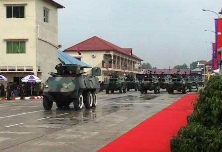 Nông dân Việt 'chế' máy bay, tàu ngầm, chuyên gia nước ngoài 'ngả mũ'
