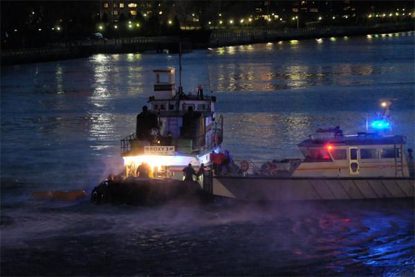 Trực thăng rơi xuống sông New York