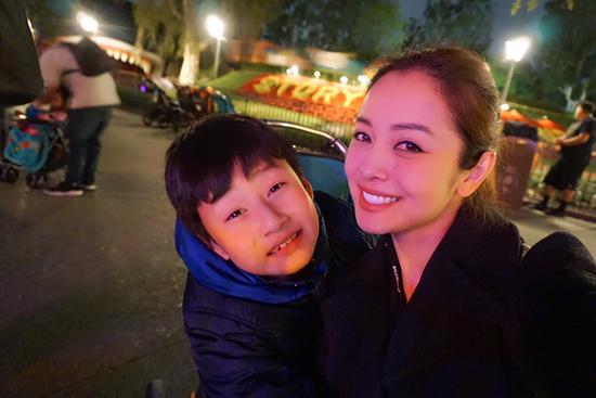 Chồng đại gia thân thiết với con riêng của Jennifer Phạm