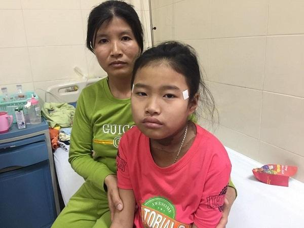 Cha phụ hồ, mẹ rửa bát lo cứu các con bệnh hiểm nghèo