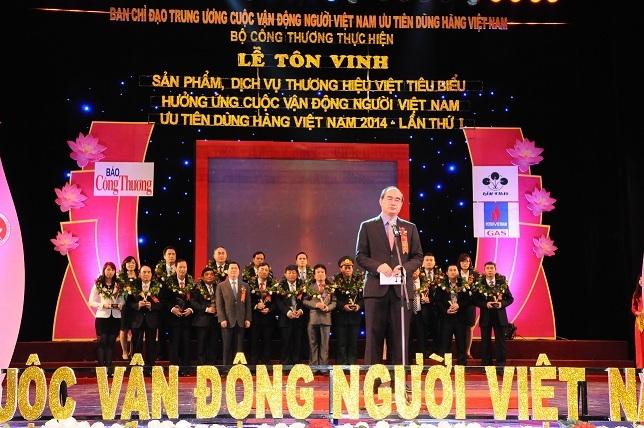 """96 DN nhận Giải thưởng """"Sản phẩm, dịch vụ Thương hiệu Việt tiêu biểu'"""