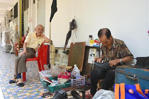Singapore,Người cao tuổi,Lao động nghèo