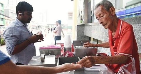 Người già nghèo khổ: Góc khuất ở Singapore
