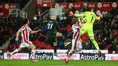 D.Silva lập cú đúp, Man City chạm một tay vào chức vô địch
