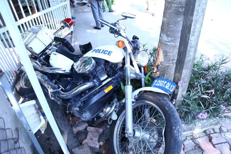 Vụ chống trả quyết liệt của nhóm người đi ô tô làm 3 mô tô đặc chủng bị hư hỏng và 6 cảnh sát bị thương