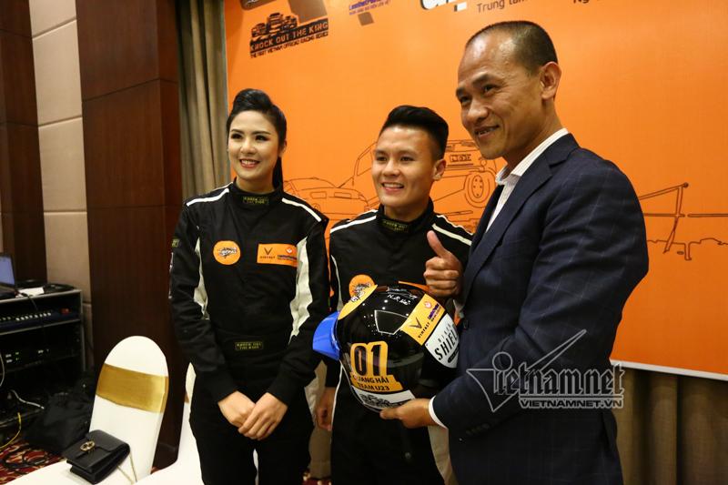 Tiền vệ Quang Hải mang áo số 1 trong giải đua xe địa hình