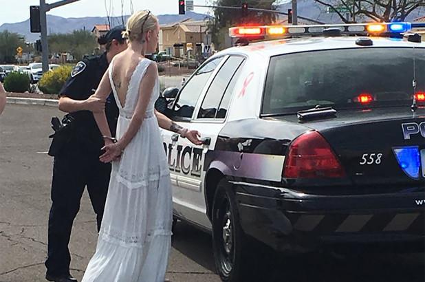 Cô dâu bị bắt giữa đường tới đám cưới vì say rượu lái xe