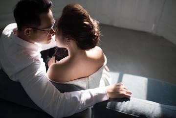 MC 'Chúng tôi là chiến sĩ' khoe loạt ảnh cưới lãng mạn