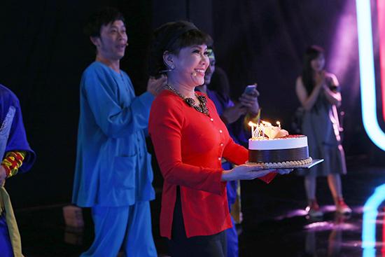 Hoài Linh,Việt Hương,Mâu Thủy,Hoàng Thùy,Người bí ẩn
