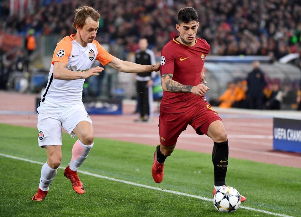 Dzeko lập đại công đưa AS Roma vào tứ kết