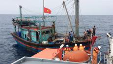 Cứu 8 thuyền viên gặp nạn trên vùng biển vịnh Bắc Bộ
