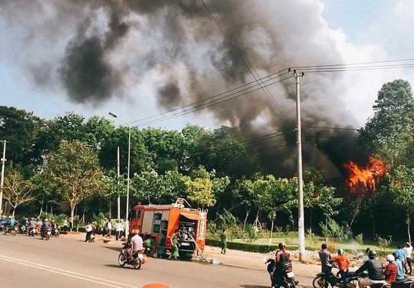 Hàng chục cảnh sát PCCC dập đám cháy bao trùm cơ sở massage