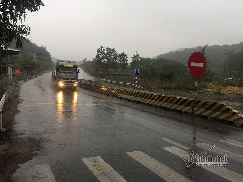em bé bò trên quốc lộ,tai nạn,quốc lộ 18,Quảng Ninh