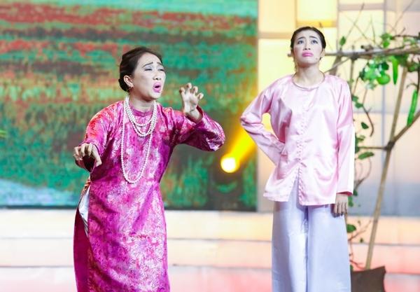 Việt Hương oà khóc nhớ cảnh đi hát nhà hàng kiếm sống năm 15 tuổi