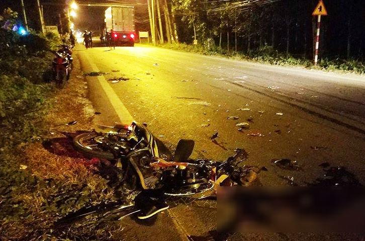 Xe máy tông nhau, 3 người chết thảm
