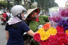 Đại gia đình bỏ quê lên phố, mỗi ngày đạp xe 50 km kiếm sống