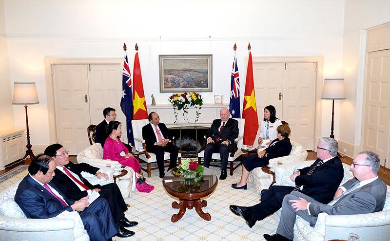 Toàn quyền Australia lái xe điện đưa Thủ tướng thăm vườn thú Kangaroo