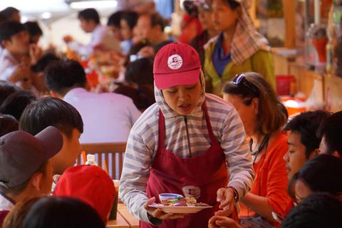 Phố ẩm thực ở Sài Gòn ngày càng hút khách
