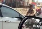 Truy tìm nữ lái xe ô tô ủn CSGT đi giật lùi trên phố Thủ đô