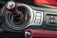 Vì sao lái xe chạy dịch vụ ưa chuộng ô tô số sàn?