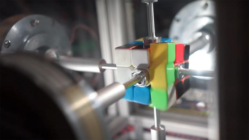[VietnamNet.vn] Xem robot xoay rubik 6 mặt nhanh hơn cả chớp mắt
