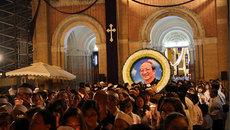 Hàng ngàn người Sài Gòn cầm nến, hát tiễn biệt cố Tổng giám mục