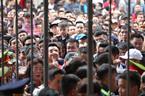 Hàng vạn CĐV chen lấn nghẹt thở xem sao U23 Việt Nam ở Lạch Tray