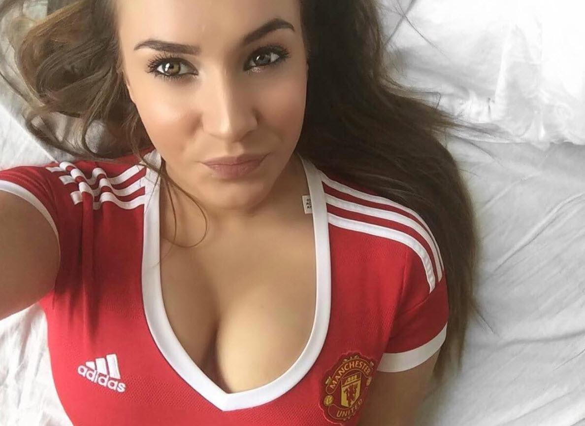 Fan nữ MU phấn khích với màn 'độc thoại' 12 phút của Mourinho