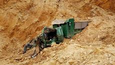 Hà Nội: Sập mỏ đất vùi lấp xe tải, tài xế tử vong