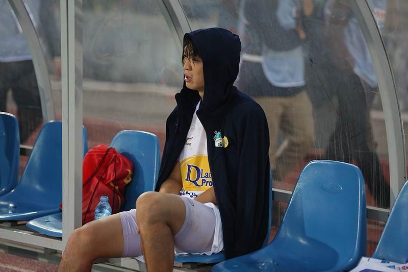 Bác sĩ của Park Ji Sung trực tiếp chữa chấn thương cho Tuấn Anh